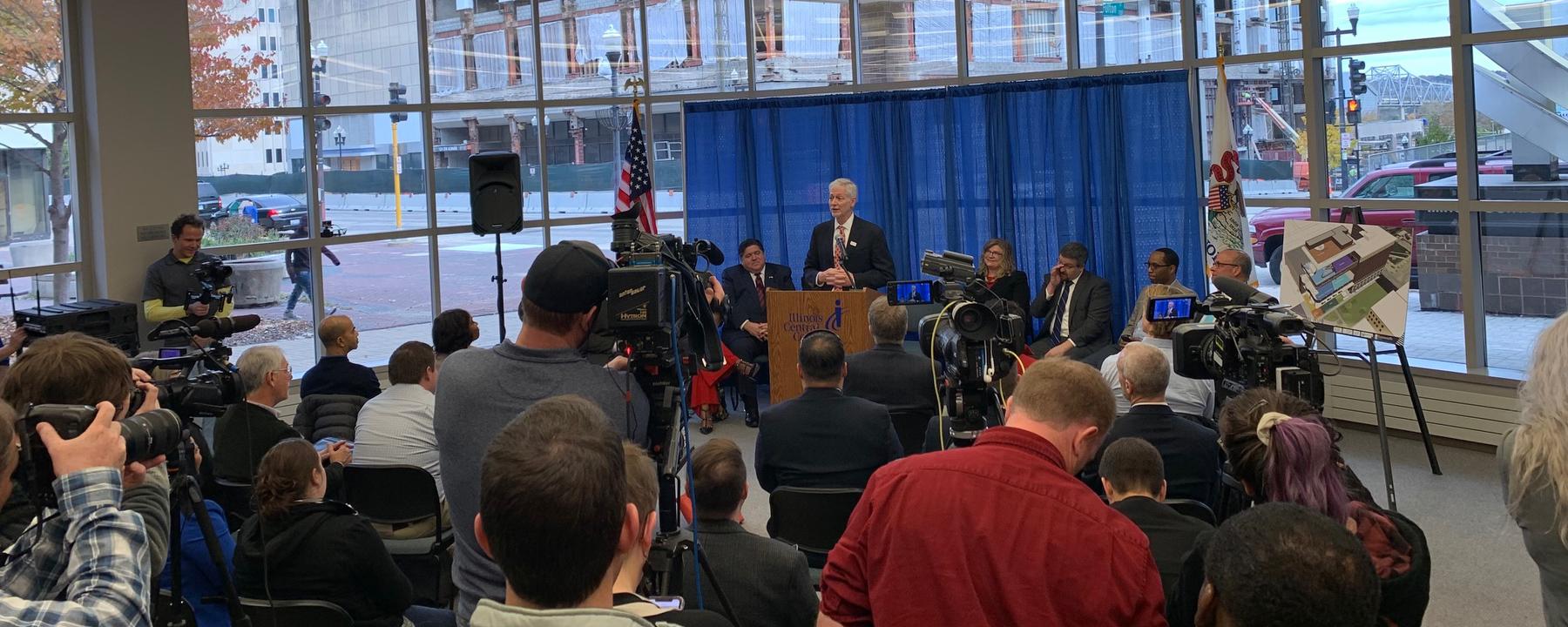 Ed Seidel speaks to Peoria crowd